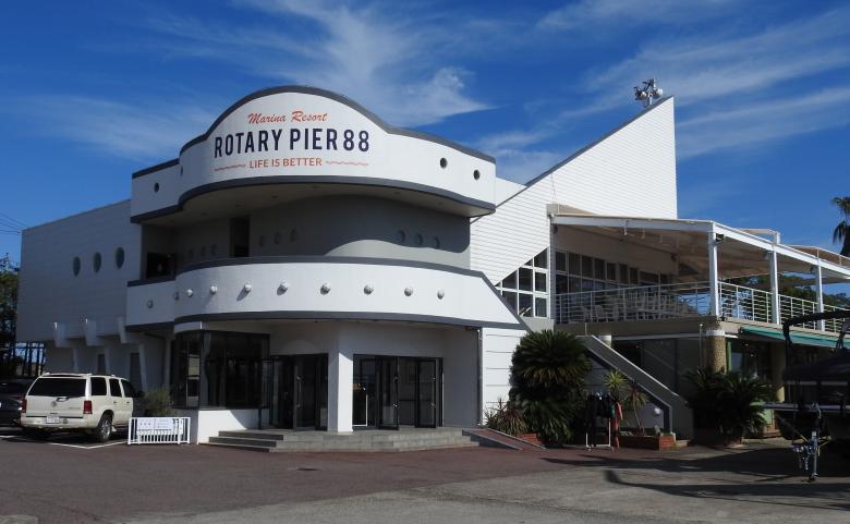 <span>【滋賀県】ROTARY PIER 88</span>琵琶湖でウェイクサーフィンに挑戦!ボリューム満点のカリフォルニアテイスト溢れるレストラン有り。